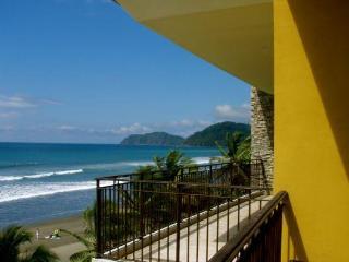 Vista Las Palmas 7D Oceanfront Corner Unit in Jaco