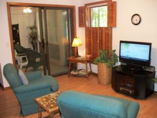 Cozy sitting area with 39' LCD/TV, cable TV, DVD and wireless internet
