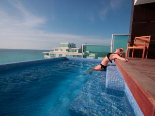 #2000 - 2 Private Pools, Best Penthouse in Cancun!, Cancún