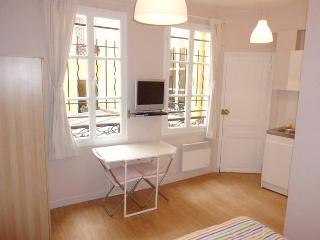 Cute Studio on Rue Beauregard in Paris