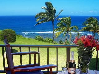 Sealodge J9: Oceanfront and updated, beautiful upstairs 2br/2ba condo, Princeville