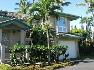 Villas on the Prince 28: luxury townhouse, walk to Anini beach or town, Princeville