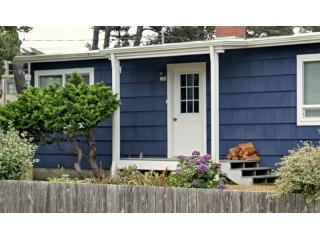 Carmel Cottage - One Block from the Beach, Manzanita
