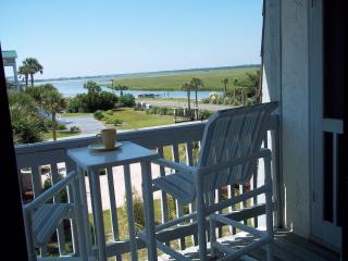 OCEANFRONT COMPLEX - SIDE BLDG - STEPS TO BEACH - GREAT INLET VIEW - WIFI, Ocean Isle Beach
