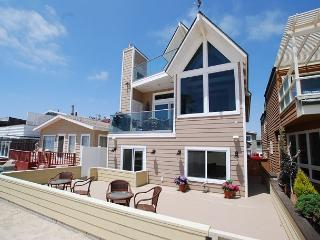 Oceanfront Single Family Beach house! Spacious Patio on the Sand! (68209), Newport Beach