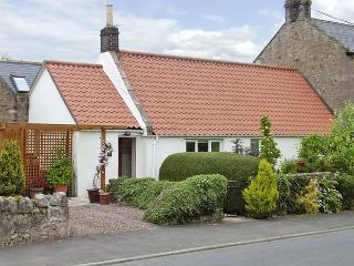 LIGHT PIPE COTTAGE, family friendly, country holiday cottage, with a garden in Lowick, Ref 3803