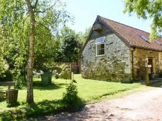 WILLOW COTTAGE, pet friendly, character holiday cottage, with a garden in Yafford, Ref 3811, Newport