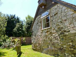 POND COTTAGE, pet friendly, character holiday cottage, with a garden in Yafford, Ref 3812