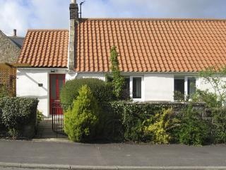 LIGHT PIPE COTTAGE, family friendly, country holiday cottage, with a garden in