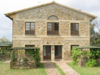 Beautiful Hilltop 2-Story Farmhouse Apartment, San Gimignano