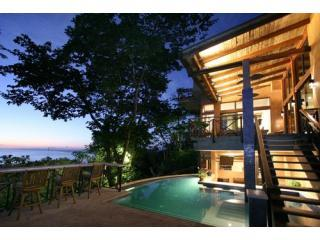 Casa Reserva- Pool-Ocean & Forest Views- Sleeps 10, Parc national Manuel Antonio