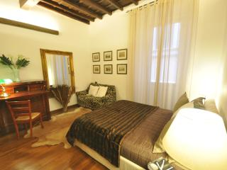 Suite Trevi, just few steps from the fountain in a
