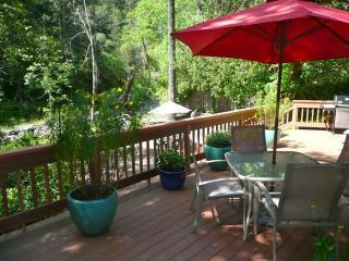 Kenwood Cottage - Canyon Setting on Sonoma Creek