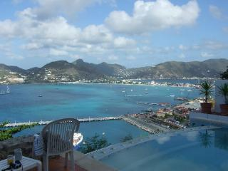 VistaRoyale - Private pool and breathtaking  view, holiday rental in Philipsburg
