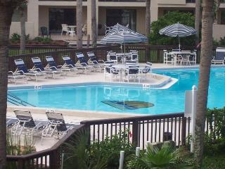 Spacious 3 BR Condo..Steps to Ocean!  WiFi, Saint Augustine Beach
