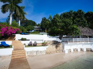 Award-winning villa with private beach and pool, White House