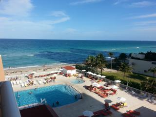 4th FLOceanfront Condo. Minimum 15 days stay!, Sunny Isles Beach