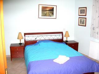 Bedroom west N1.JPG