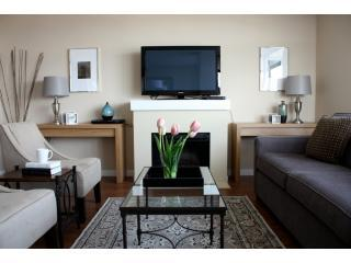 HOTEL LUXURY : RICHMOND 2BR/2BA by COMFYSUITES, Richmond
