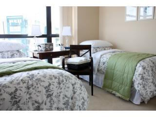 2nd Bedroom (2 Twin-Size Beds)