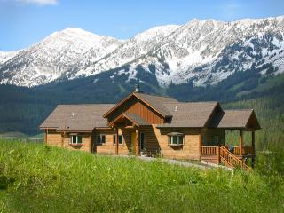 Bridger Canyon Log Home*Enjoy mountains in comfort, Bozeman