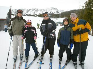 1 mile to Bridger Bowl Ski Area - non-profit mountain 50% less $$ than Big Sky, great snow & terrain