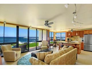 Open Living Area with Beach Access!