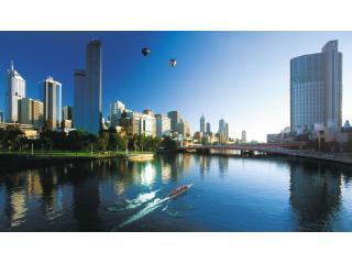 Melbourne Sub-Penthouse Apartment- Melbourne Tower
