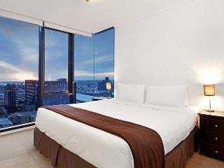 Melbourne Sub-Penthouse Apartment- Melbourne Tower
