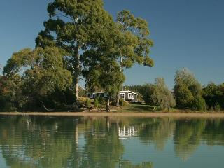Karaka Cottage at Matahua Cottages, Mapua-Nelson, Bronte
