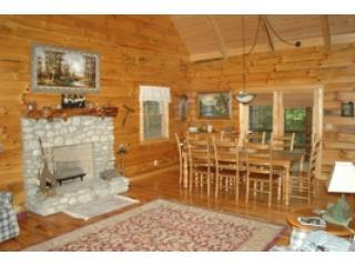 Mapleridge, delux log cabin sleeps 10, Logan