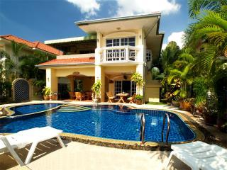 Luxury Villa with Private Pool and Car in Pattaya