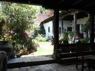 CASA ROSADA, old colonial house /centro historico, San Cristóbal de las Casas