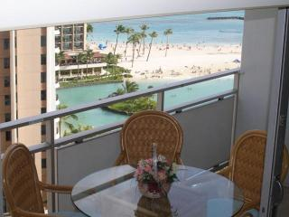 Gorgeous Beachfront Condo!  Great Value all year !, Honolulu