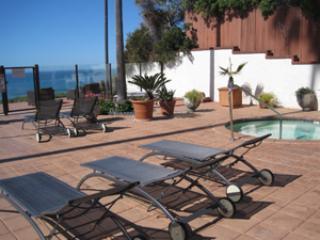 Oceanfront 3 bedroom Encinitas, Direct Beach, Pool, hot tub, Walk to downtown