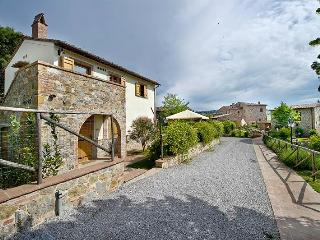 Tigli #6, ground floor flat with one bedroom in Montepulciano area. Wi-Fi & pool