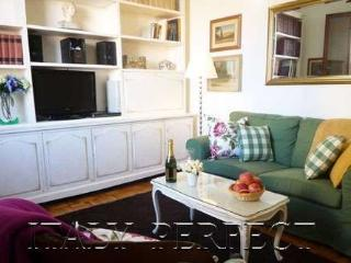Perfect Duomo Location-Fantastic Reviews-Welcome Basket-A/C-Solare Apartment