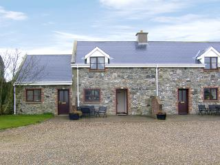 TUSKAR, pet friendly, character holiday cottage, with a garden in Kilmore Quay,