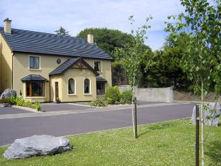 MILLFIELD, family friendly, country holiday cottage, with a garden in Kenmare