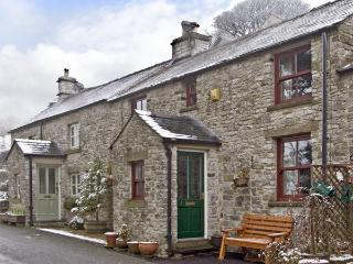 TAHOE, pet friendly, country holiday cottage, with a garden in Tideswell, Ref