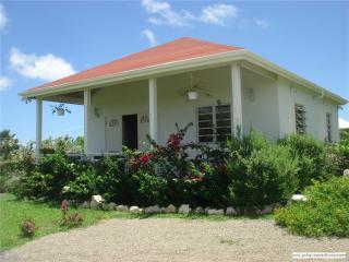 2 Bedroom house with A/C close to beach & town