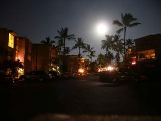 Complejo en la noche de luna llena