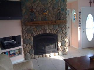 Stone Gas Fireplace, DVD, Flat Screen TV, Games, Very Roomy and Inviting