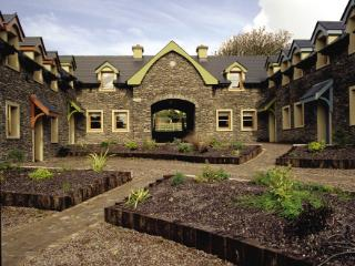Dingle Courtyard Cottages (4 Bed)
