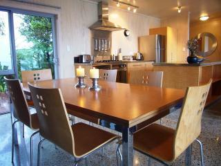 Dining & kitchen.