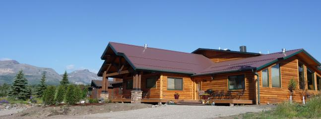 The Lone Elk Lodge- luxurious accommodations with spectacular views