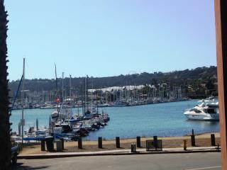 Visit La Playa - bay views - walk to shops, San Diego