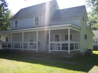 3 Bedroom, 1 Bath Home on Double lot, vacation rental in Oneida