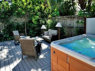 Lennon's Lodge - Luxury Vacation Home - Private Hot Tub - 1 Block To Duval St, Key West