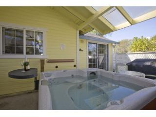 Windrose Italian Cottage Private hot tub
